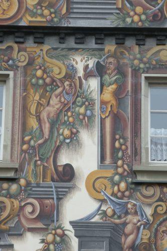 Fassadenmalerei am Wohnturm Zum goldenen Löwen in Konstanz